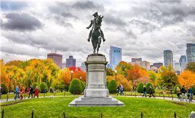 George Washington Statue in Fall - photo courtesy of Kyle Klein/GBCVB