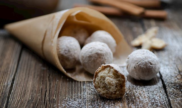 Make these tasty donut holes, just in time for Memorial Day!